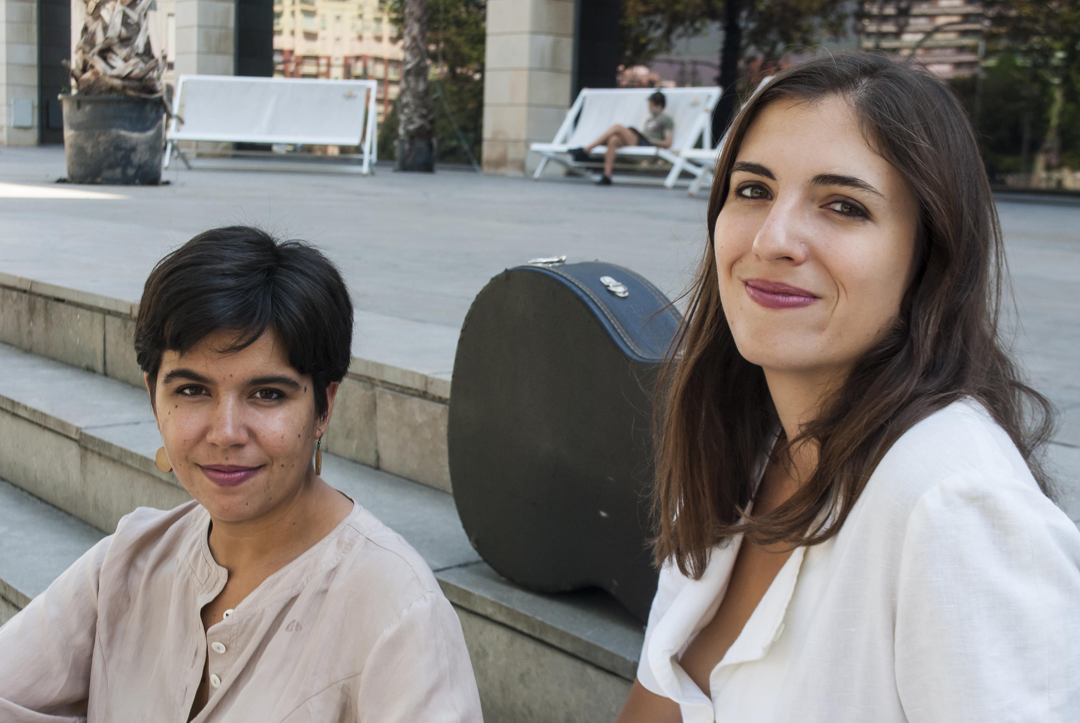 Musik aus Spanien und Lateinamerika mit Gesang (Celina Jiménez) und Gitarre (Ana Ferrer)